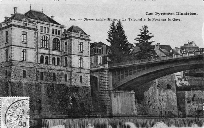 le-tribunal-et-le-pont-sur-le-gave