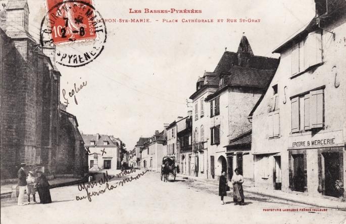 place-de-la-cathedrale-et-rue-saint-grat