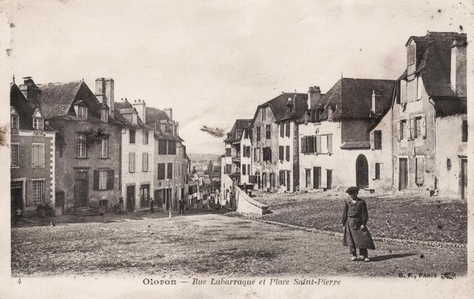 rue-labarraque-et-place-saint-pierre