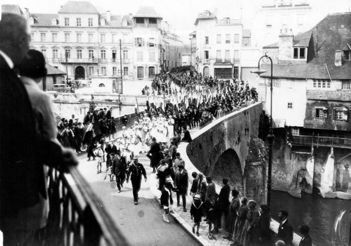 13 - Défilé 1934