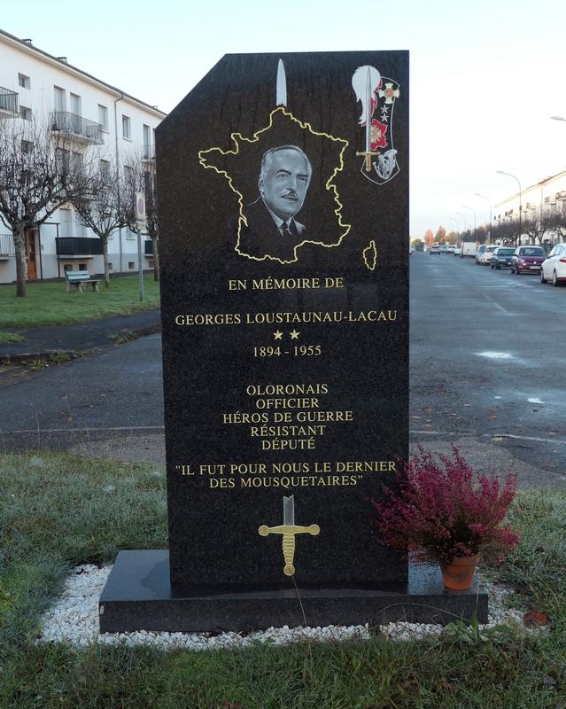Stèle Loustaunau-Lacau